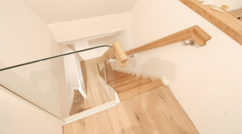 Treppe zum dachboden eiche wei tischlerei albers for Treppe aufarbeiten