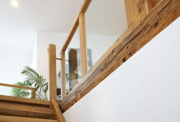 handwerkliche Holztreppe Detail Handlauf Balustrade