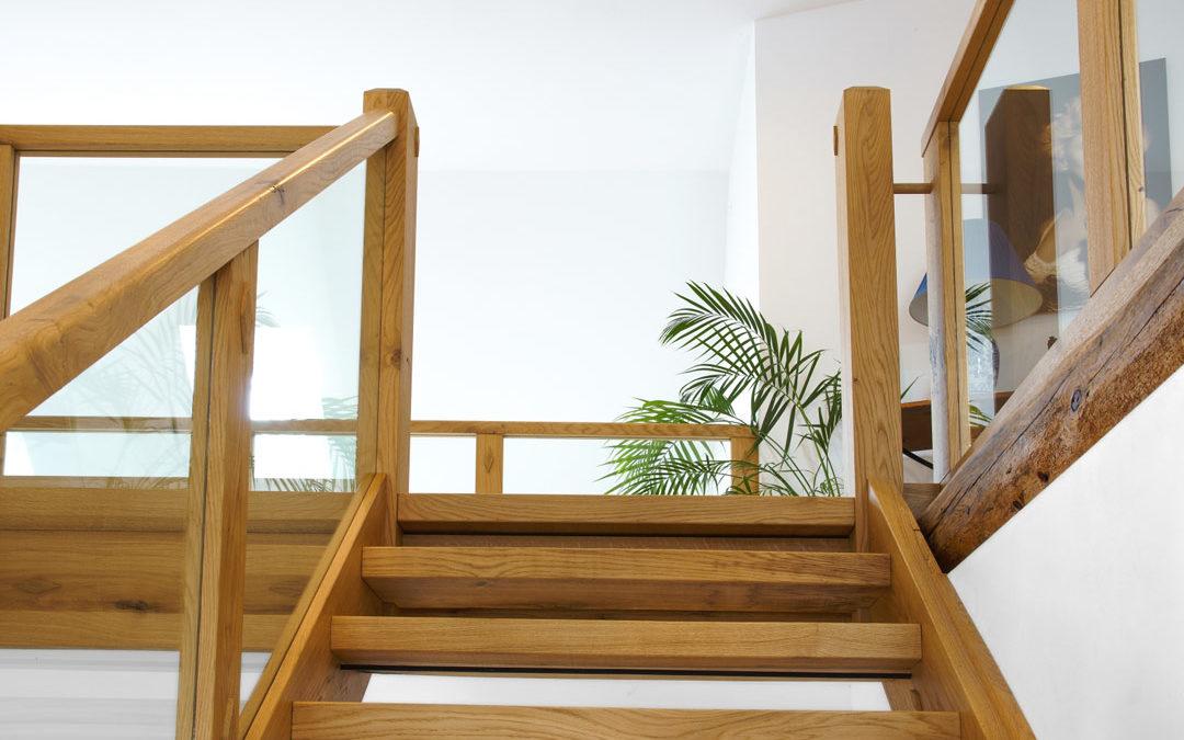 Handwerkliche Holztreppe: Massiv, langlebig und exklusiv